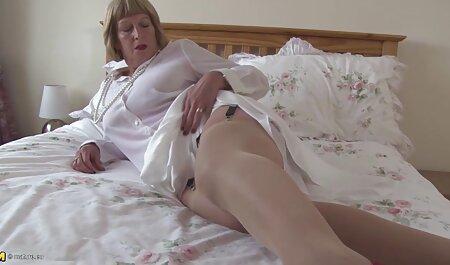 私はゲートで売春婦に気づき、尾とたてがみで彼を打ちました 女性 向け の ビデオ