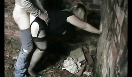 ナーターは彼女の巻き毛におしっこ 女性 が 見る アダルト ビデオ